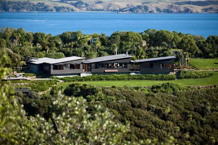 Waiheke House by Dave Strachan