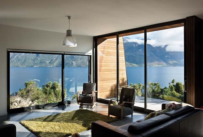 Drift Bay House living