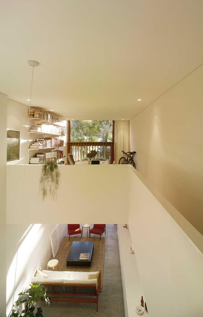 panov-scott-minimlaist-interior-double-height-space