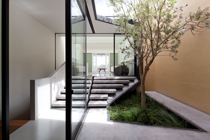 Skylight house by chenchow little architects the design for Piani casa patio