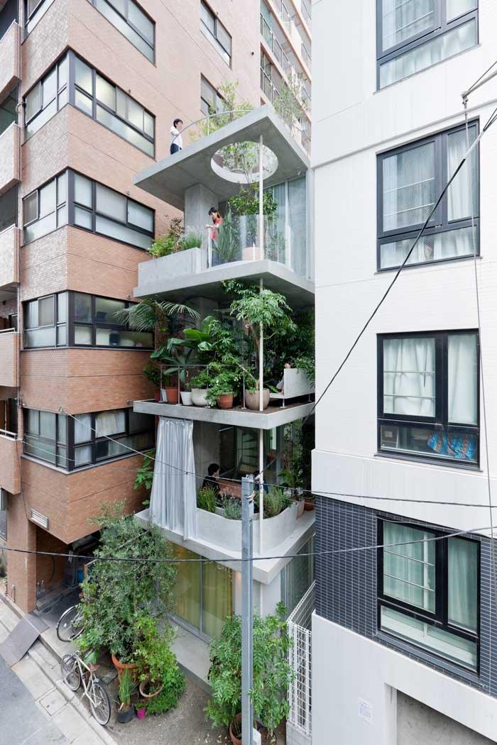 Balcony hanging gardens