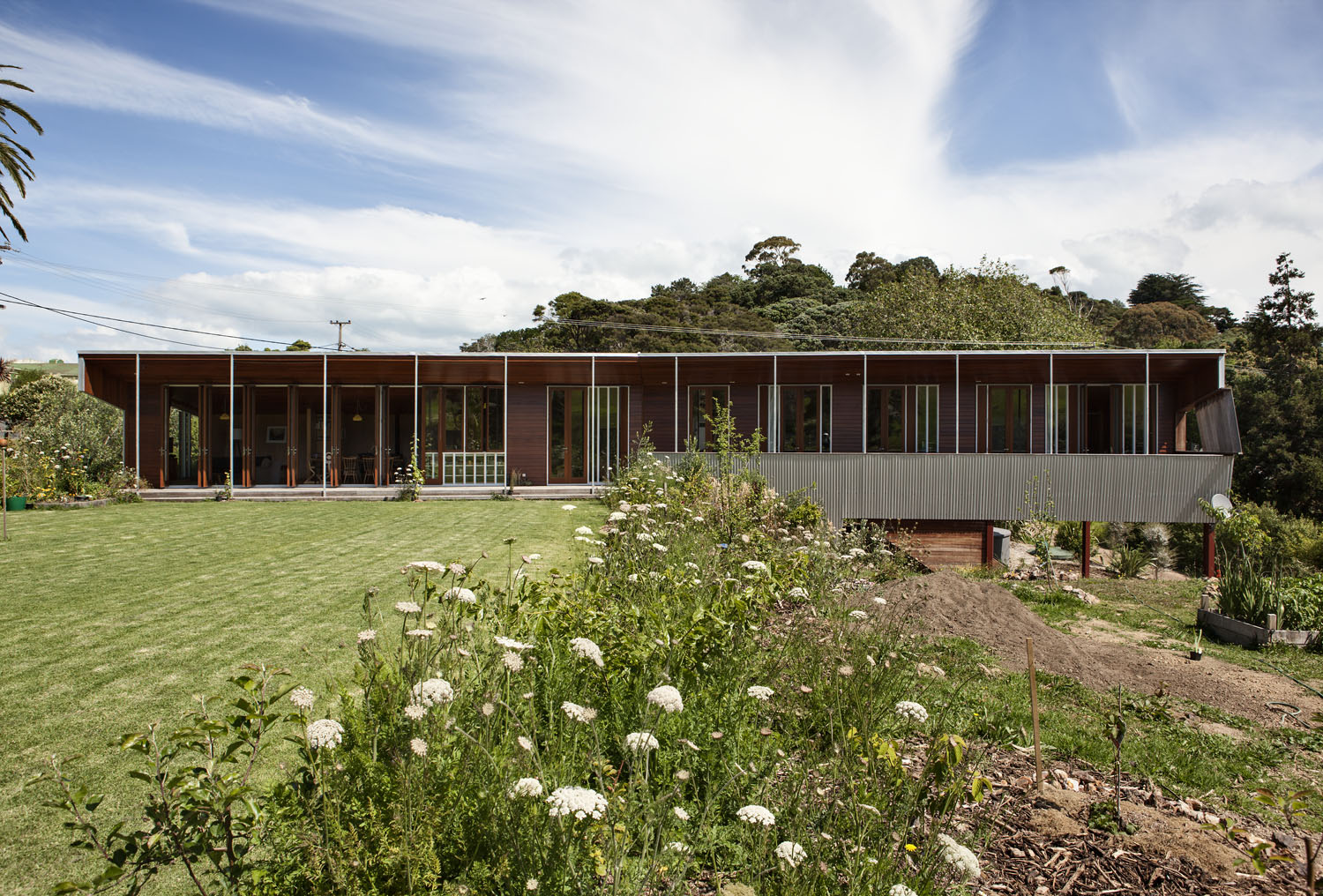 Michael O'Sullivan Waiheke home yard elevation
