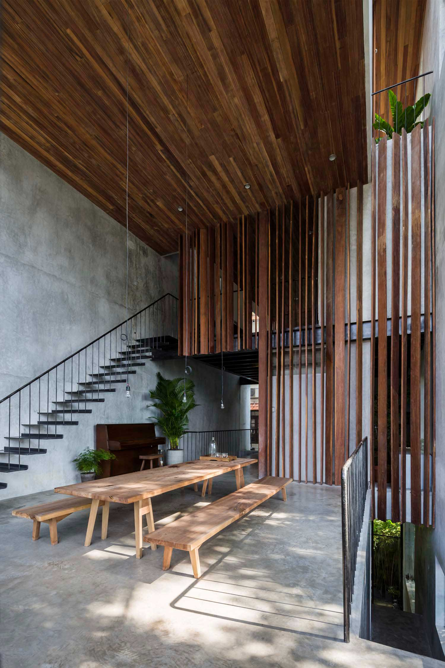 Nishizawa Architects townhouse double height main floor